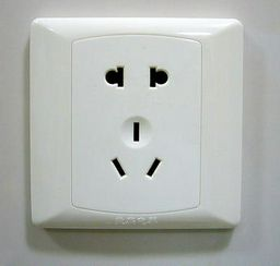 http://daniel.haxx.se/blog/wp-content/uploads/2010/08/chinese-socket.jpg
